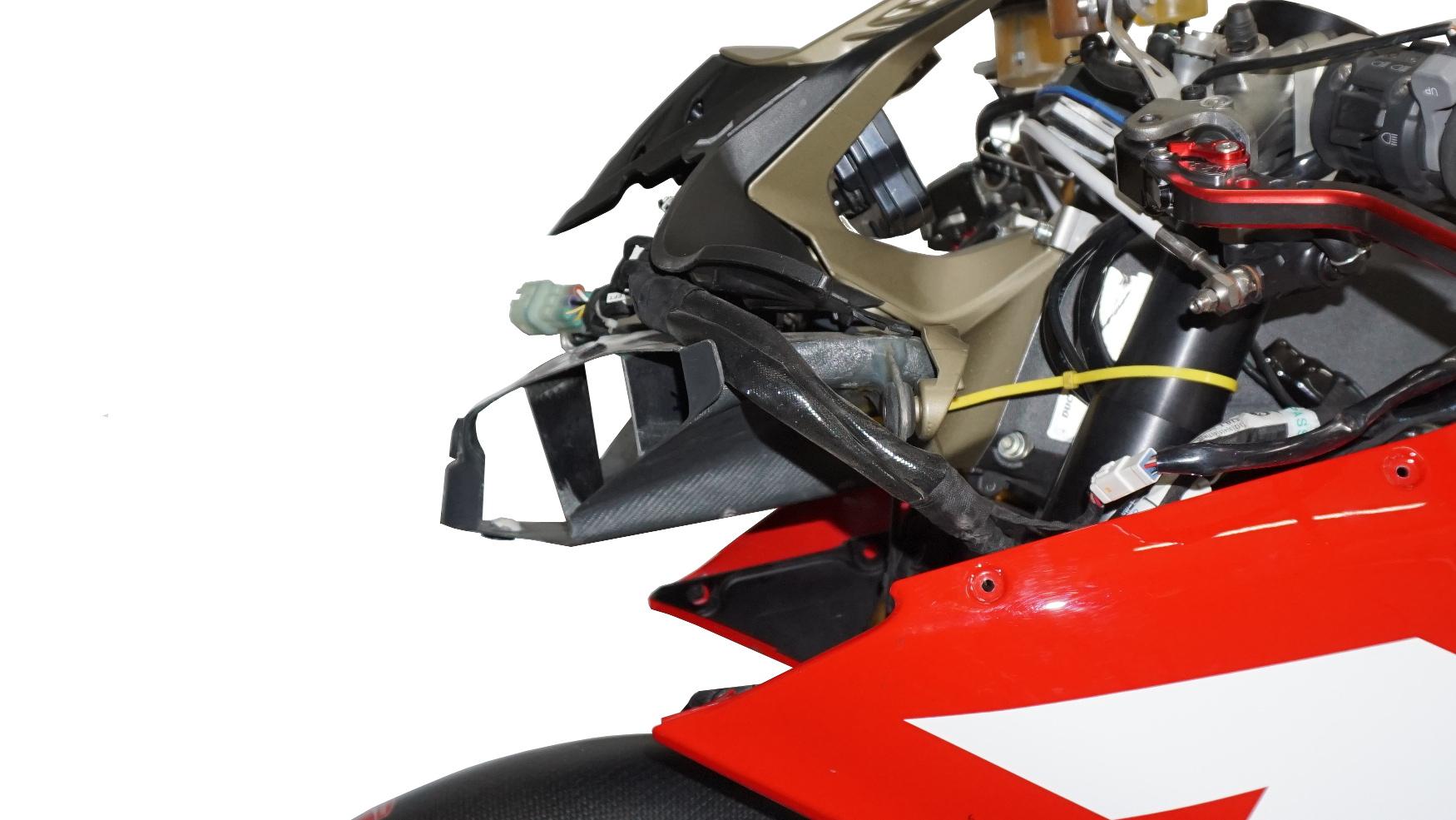 Lufteinlass Moko Ducati Panigale montiert 08.002.13 (12)