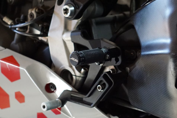 Fußrastenanlage Moko Racing Ducati redux